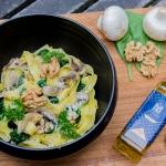 Tagliatelles aux épinards, les champignons et l'huile de noix