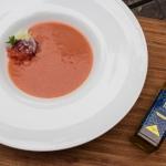 Gazpacho à l'huile de cameline et le farine d'amandes